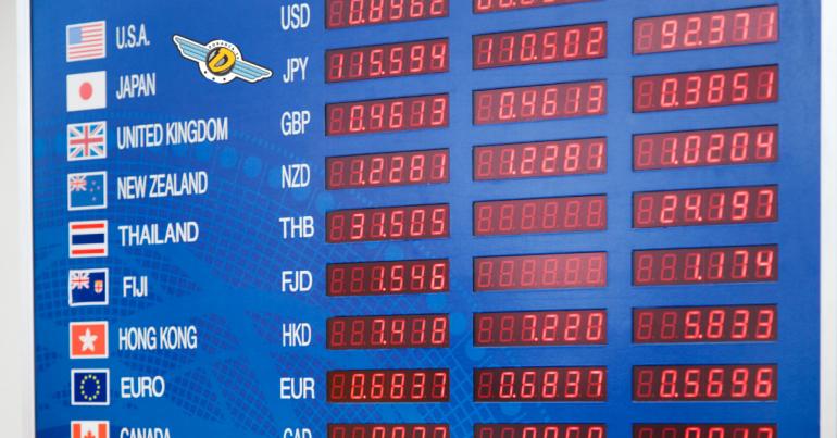 jak oszczedzac na wymianie walut